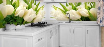 fotonaklejka tulipany w białej kuchni