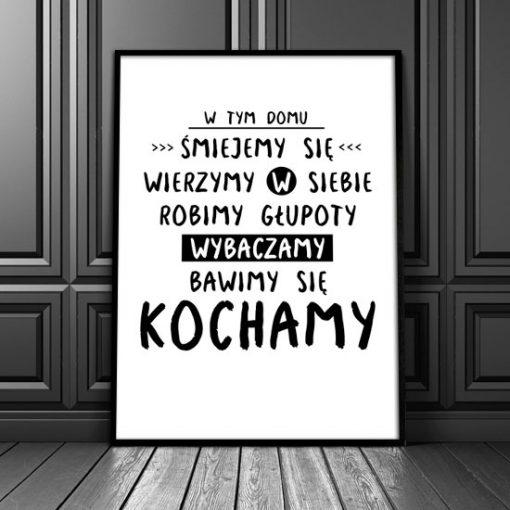 plakat z napisem w tym domu