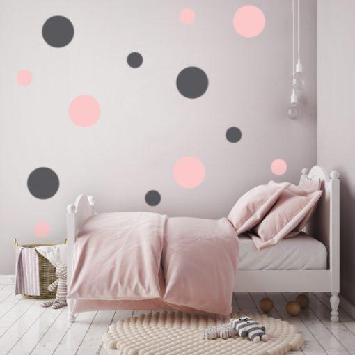 dekoracja z kropkami