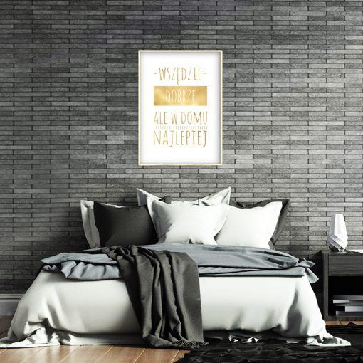 metaliczny plakat jako dekoracja do sypialni