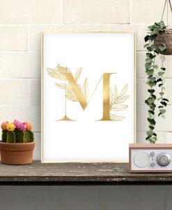 złota litera na plakacie