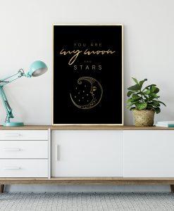 czarny plakat ze złotymi napisami