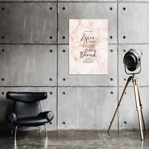 Różowy plakat do salonu fryzur