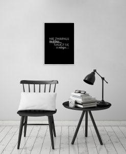 Srebrny plakat motywacyjny do salonu