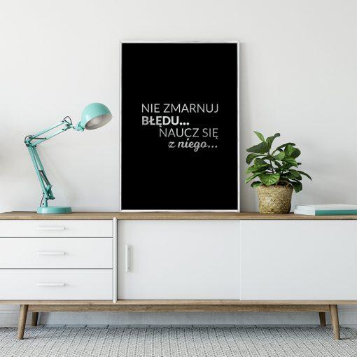 Posrebrzany plakat z motywacją do salonu