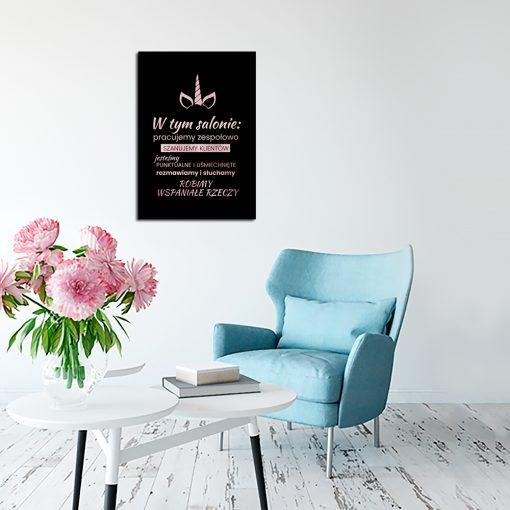 plakat z napisem do salonu kosmetycznego