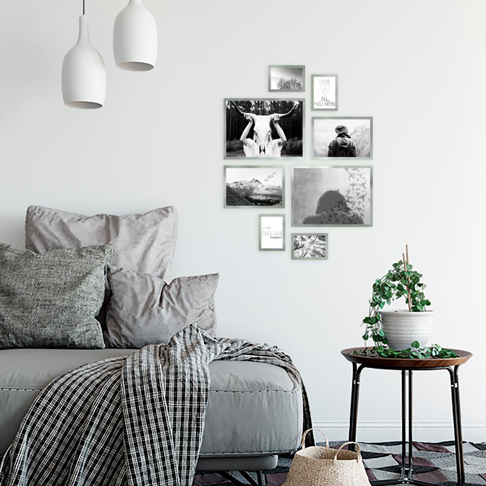 zestaw plakatów ze srebrnymi napisami i zdjęciami