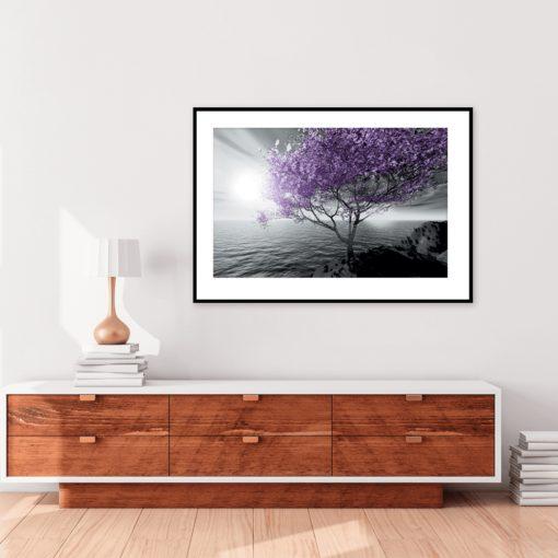 plakat z fioletowym drzewem