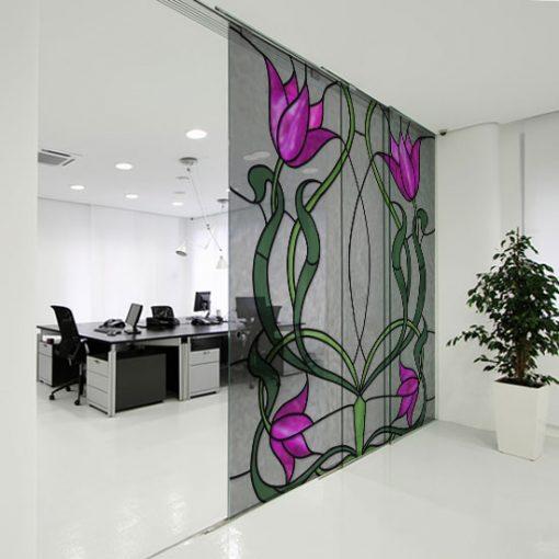 Kwadratowa naklejka witrażowa z tulipanami