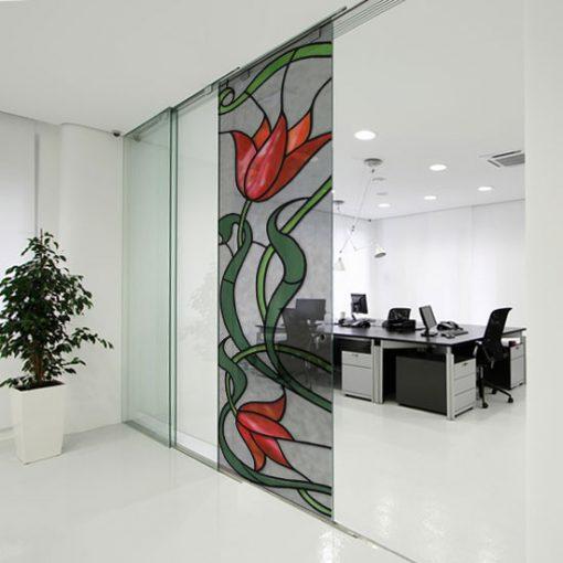 Naklejka witrażowa czerwone tulipany