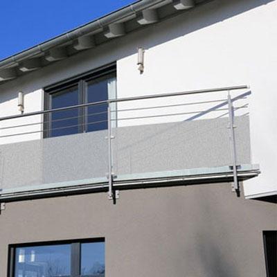 naklejki matujące szyby w balkonowych balustradach