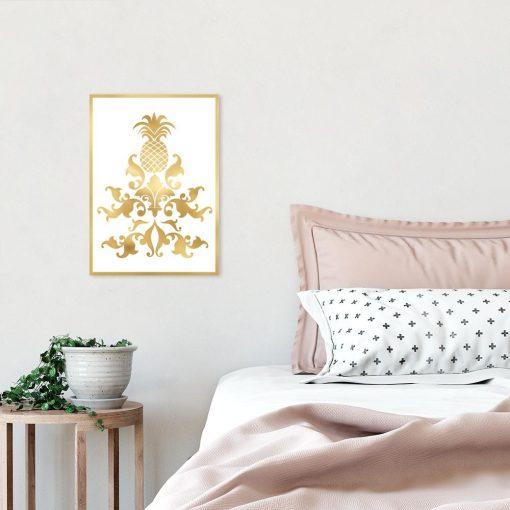 plakat ze złotymi elementami