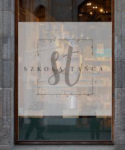 naklejka na okno z logiem szkoły tańca