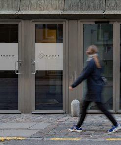 okleina na okno z logo firmy