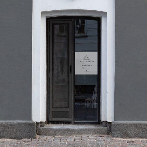 okleina na drzwi do biura turystycznego