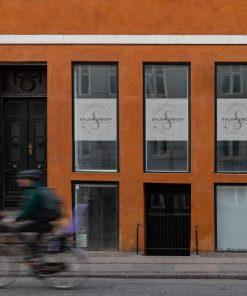 naklejka na okno z logo firmy