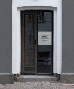 folia na drzwi z godzinami otwarcia apteki