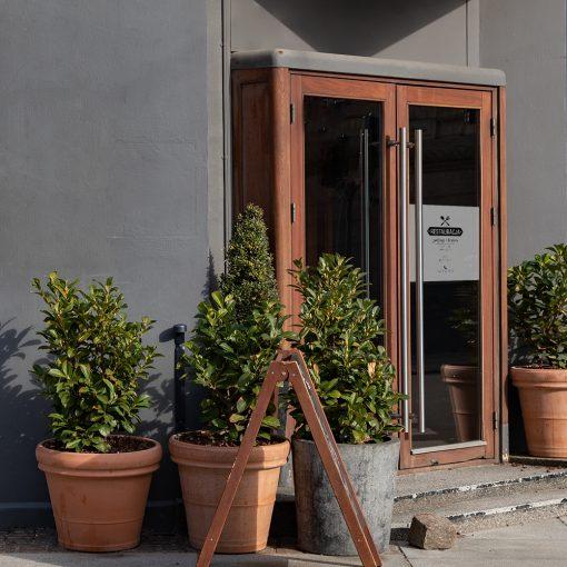 naklejka dla restauracji na drzwi