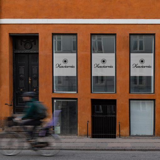 folia na okno z logo firmy