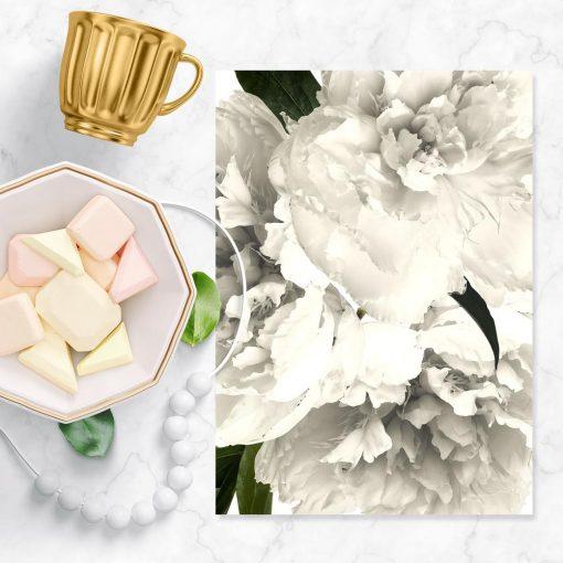 Plakat z motywem naturalnych kwiatów