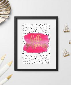 różowa dekoracja jako plakat z napisem
