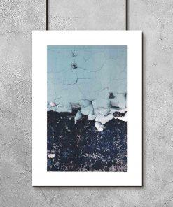 plakat- niebieska farba na ścianie
