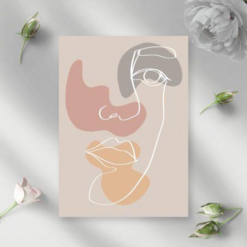 Plakat z twarzą na beżowym tle do salonu