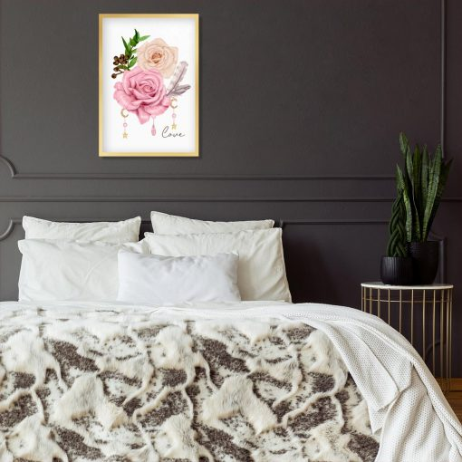 sypialnia dekorowana kwiatami w odcieniu różu