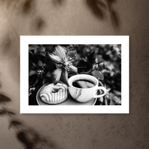 Szary plakat z kawą i pączkiem do jadalni
