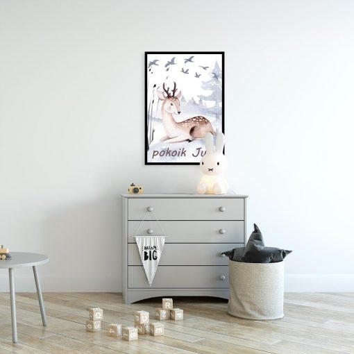 pokój dziecka dekorowany plakatem z motywem jeleni