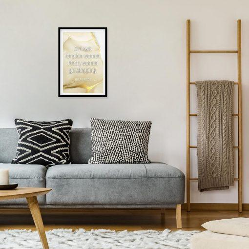salon dekorowany beżowym plakatem