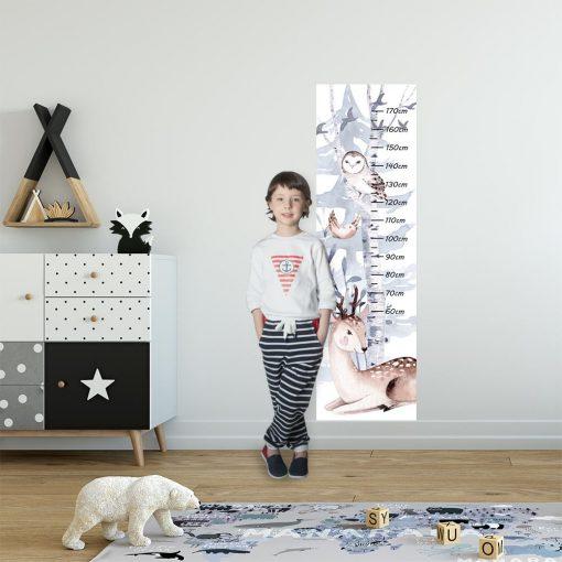 Szaro-niebieska miarka wzrostu z jelonkiem na ścianę w dziecinnym pokoju