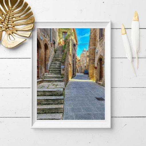 Plakat z malowniczą uliczką we Włoszech