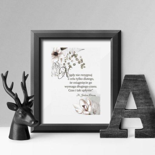 Plakaty z kwiatami i sentencją J. Browna