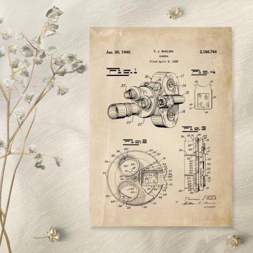 Plakat z wynalazkiem - kamera filmowa