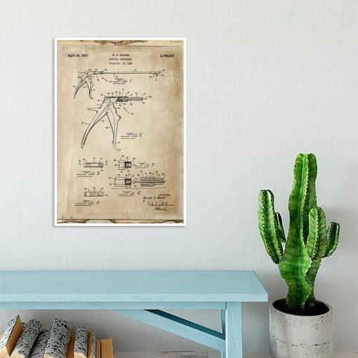 Plakat z rysunkiem patentowym kleszczy chirurgicznych dla studenta