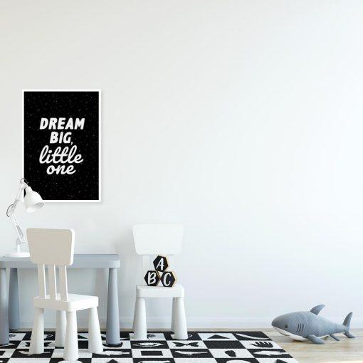 Plakat z sentencją w czarno-białych kolorach